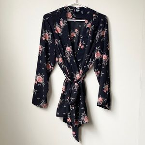 H&M Divided Floral Kimono Size L fits as Small